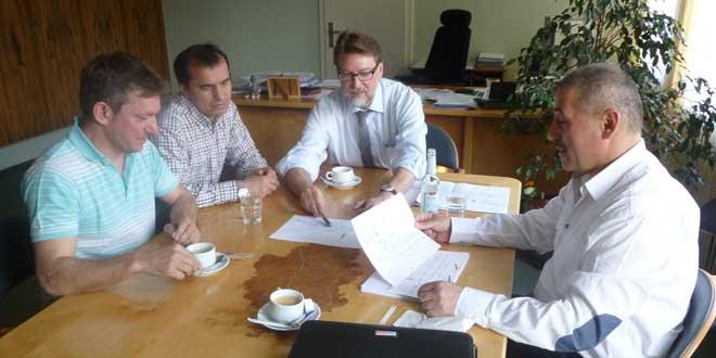 Can Temel, Vorstandsmitglied, Kablan Zekai, 2. Vorstand, Landrat Martin Wolf und Recep Bal, Vorstand DiTiB Pfaffenhofen (v.l.n.r., Foto: Haslbeck)