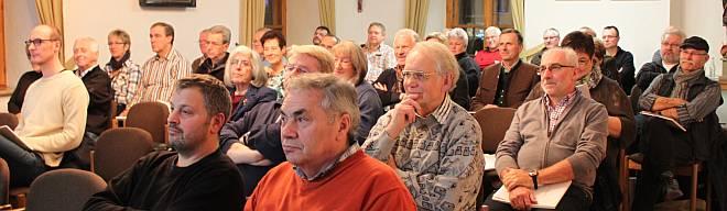 Gut gefüllt waren die Reihen im Großen Sitzungssaal des Landratsamts bei der angebotenen Fortbildung zum Nachwuchsmangel bei der Vereinsarbeit. Foto: Schlosser
