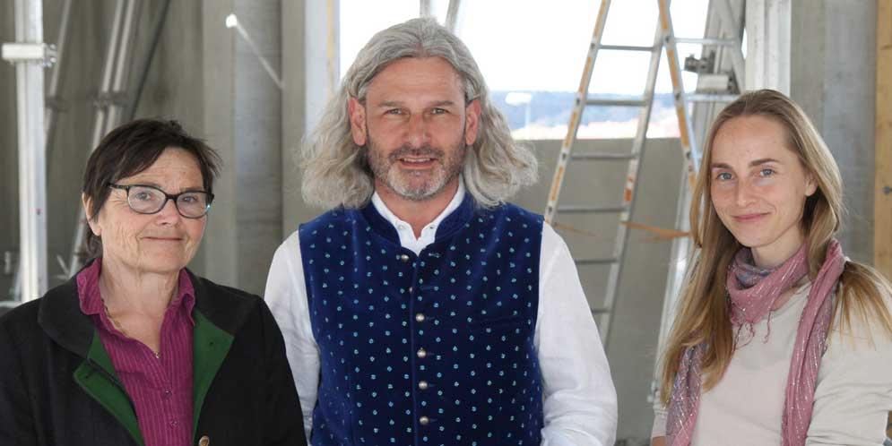 Überbrachten Karl Wiesender das O.K. Irmgard Neu-Schmid, AELF Ingolstadt, (links) und Carmen Glaser, LAG-Managerin.