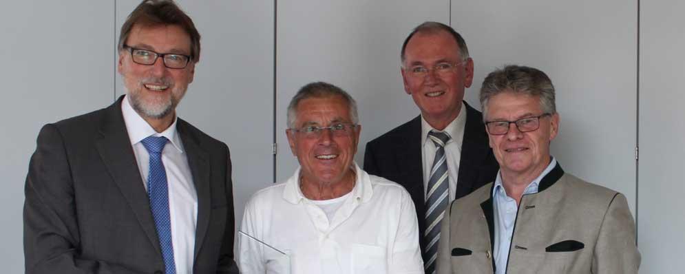 v.l.n.r.: Landrat Martin Wolf, Albert Walter, stv. Landrat Anton Westner, Florian Weiß (Foto:Wohlsperger)
